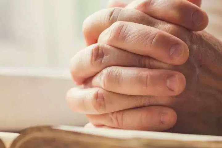 praying-hands-and-bible